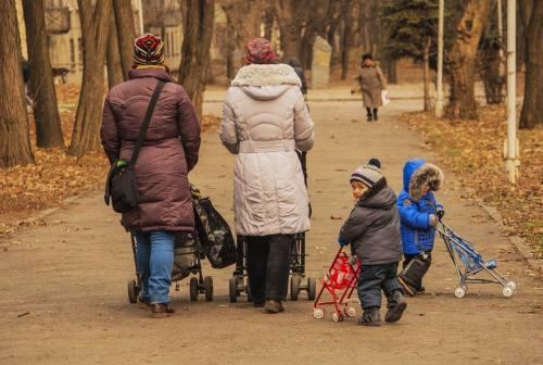 Coronavirus, via libera dal Viminale alla passeggiata con figli, anziani e disabili