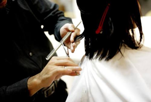Due ore di lavoro in più e sei clienti in meno: ecco la giornata di parrucchieri ed estetisti