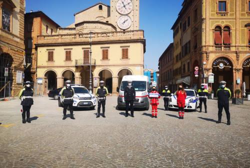 Tolentino, la Polizia locale dona 1.120 euro alla Croce Rossa: sono i compensi degli straordinari