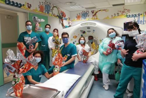 Torrette e Salesi: una Pasqua speciale per bambini, medici e infermieri