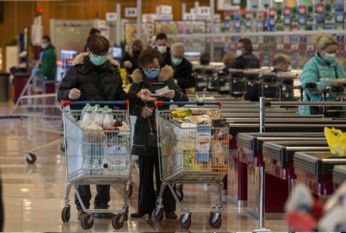 Pesaro, 2632 famiglie ricevono il buono spesa. Via ai controlli per stanare i furbetti