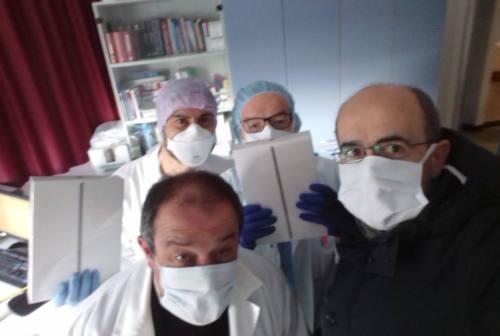 Pazienti in ospedale più vicini ai familiari grazie a 8 tablet donati dalla Diocesi di Fano