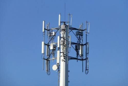 Stop alle antenne 5G, nel Fermano 35 comuni firmano l'accordo: «Attiviamo il principio di precauzione»