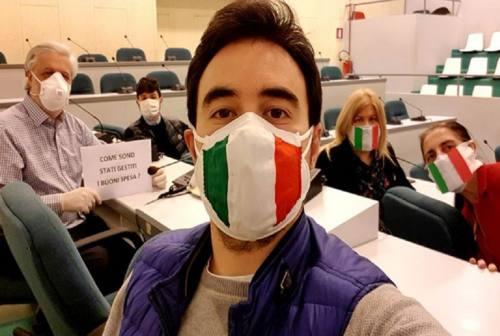 Ancona, il centrodestra occupa l'aula: «Consiglio comunale non convocato da 70 giorni». Dini: «Mail inviata il 28 aprile»
