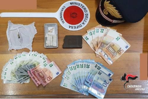 Castelfidardo, gira in auto con la droga: arrestato