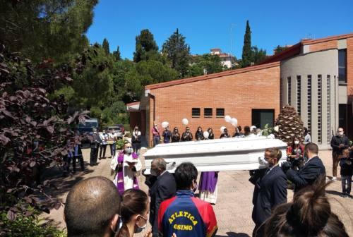 Osimo, in tanti nella chiesa della Sacra Famiglia per l'ultimo saluto a Giuseppe