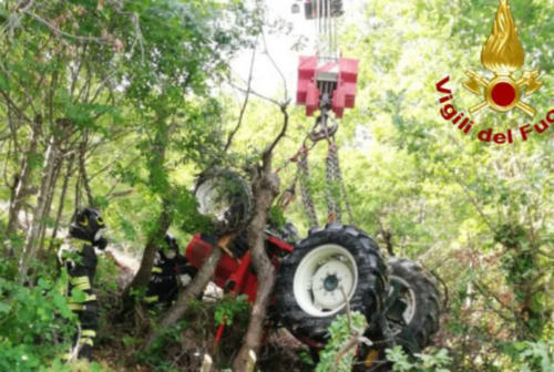 Tragedia ad Urbino: 77enne si ribalta e muore schiacciato dal suo trattore
