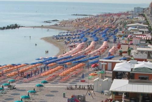 Spiagge off limits a Porto Recanati, i commercianti stanno con il sindaco