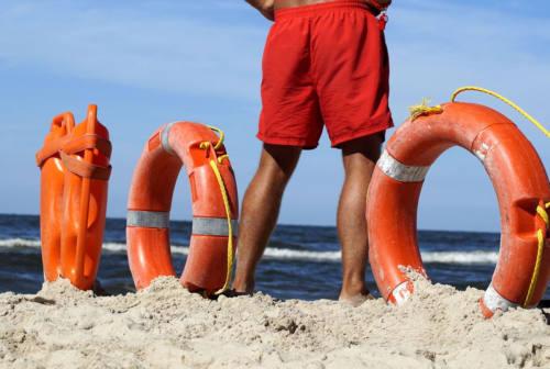Fano, l'estate 2021 è alle porte: il Comune cerca 9 bagnini di salvataggio. Ecco come candidarsi