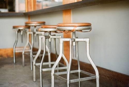 Bar e ristoranti, Confesercenti lancia l'idea: «Locali aperto fino alle 18 in zona arancione»