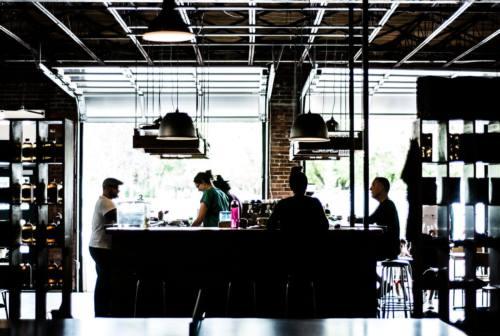 Effetto lokdown su bar e ristoranti, l'allarme di Cna Pesaro: calo del lavoro del 30-40 per cento