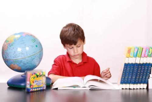 Save the children, il report che preoccupa: bambini in difficoltà tra isolamento e didattica online