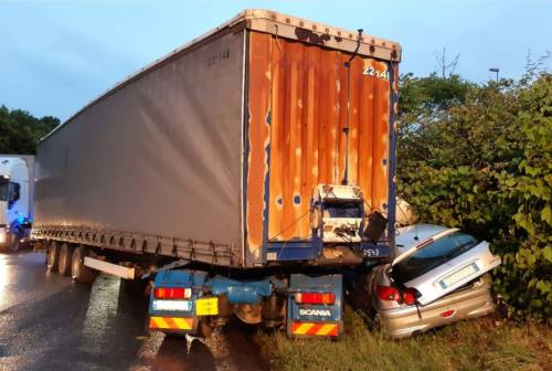 Ancona, tir perde il controllo e schiaccia un'auto: 30enne miracolato