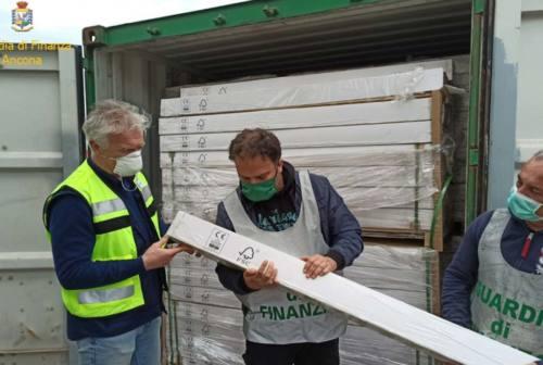 Porto di Ancona, sequestrate 11 tonnellate di legno per parquet contraffatto