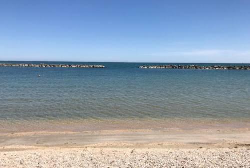 Falconara, spiagge libere divise in due fasce: una per i teli, l'altra per gli ombrelloni