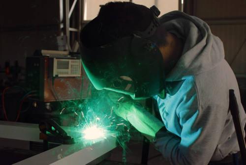 Pesaro, Confindustria e sindacati: «Test e misure adeguate per un lavoro sicuro»