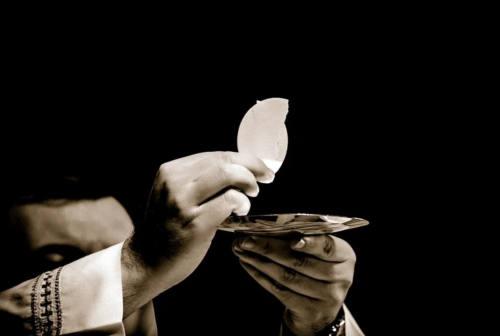 A messa da lunedì 18. I vescovi di Pesaro, Fano e Urbino: «Pronti a una nuova vita liturgica»