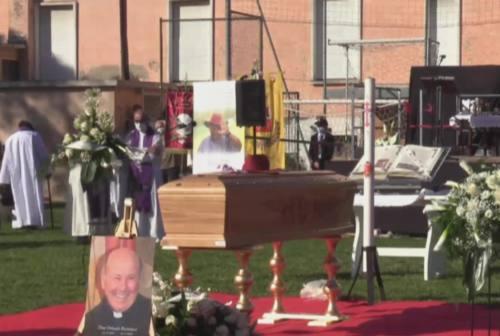 Montecchio, i funerali di don Orlando. Il vescovo: «Parroco amato e storico, non si è mai risparmiato»