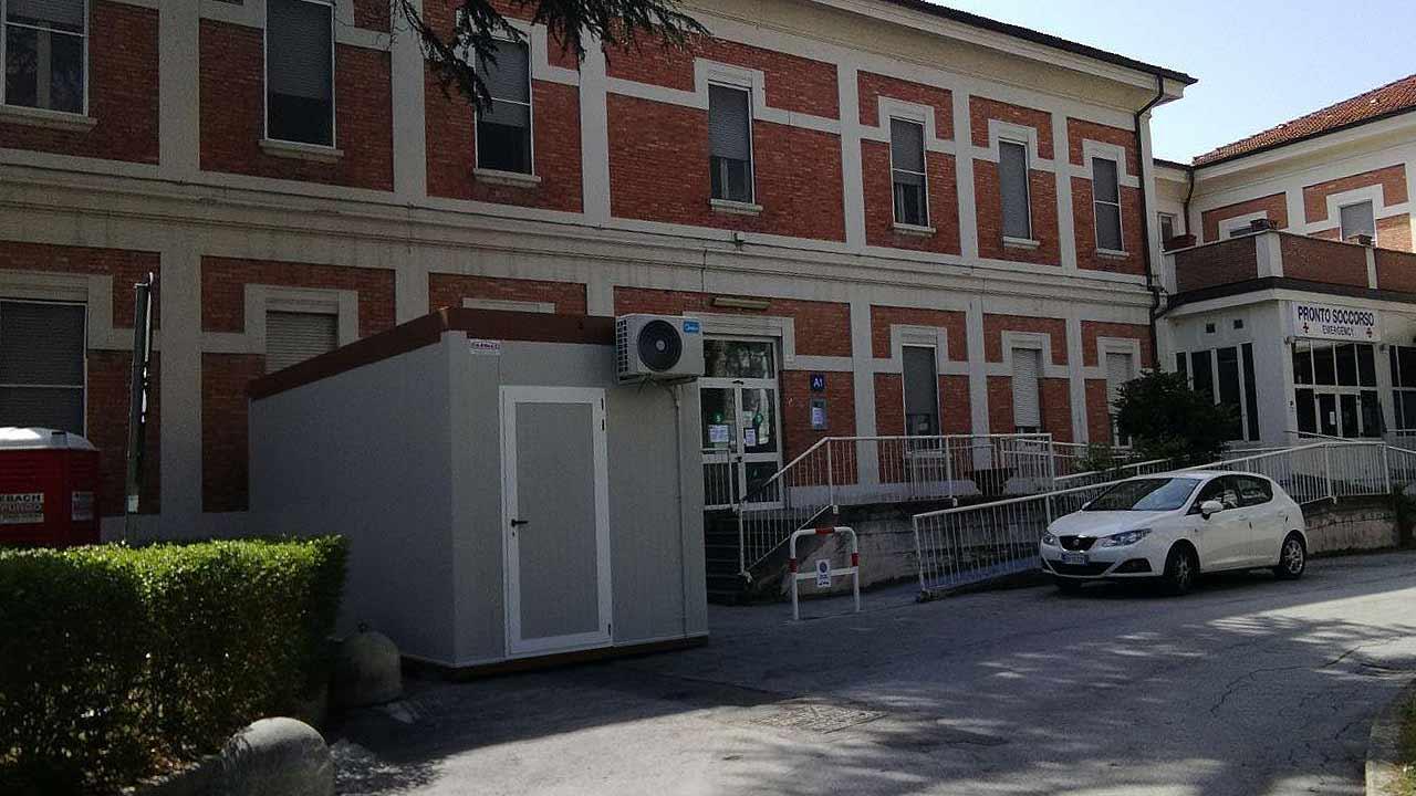 L'ospedale di Senigallia: l'ingresso di ortopedia e chirurgia