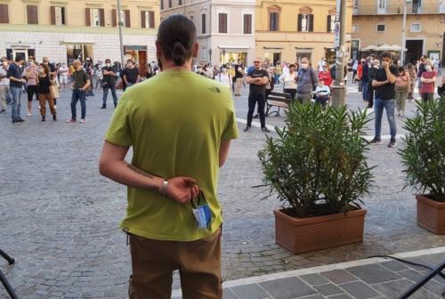 Jesi, baristi e ristoratori uniti in piazza: «Ripartiamo insieme»