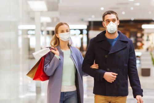 Pandemia, Natale e consumi, la psicoterapeuta: «Le persone sono stanche e frustrate»