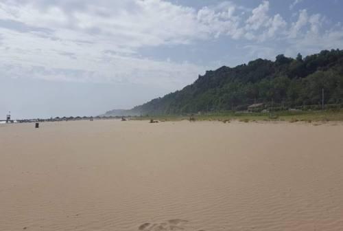 Tutti al mare, ma Centrodestra attacca: «La giunta Ricci sta privatizzando le spiagge libere»