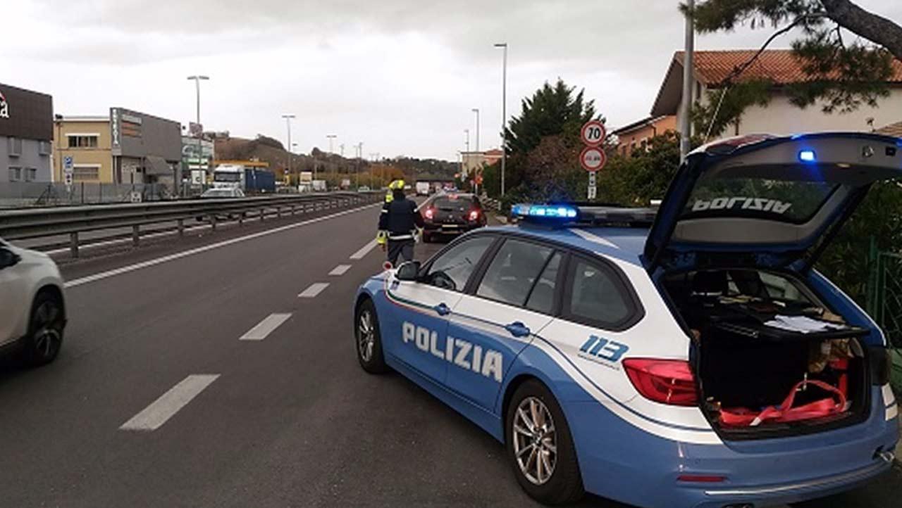 Polizia stradale di Ancona, staffetta materiale biologico