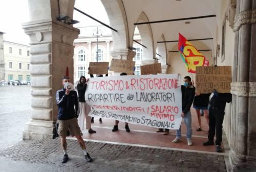 Turismo, stagionali senza lavoro: «Siamo tagliati fuori dagli aiuti, basta sfruttamento»