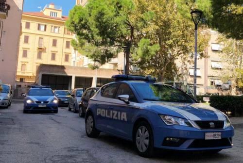 """Ancona, la chiamata al 113: «Correte, c'è un'anziana che grida """"aiuto""""»"""