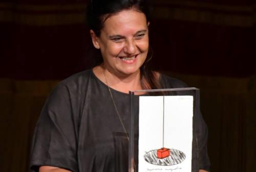 """Premio Moriconi a Emma Dante: «Io e Valeria recitavamo insieme. Lei era l'avanguardia». E """"Acquasanta"""" incanta la platea"""