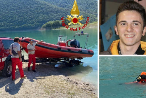 Tragedia al lago, a Fiuminata l'ultimo saluto a Davide Baiocco