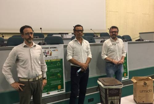 "Rifiuti organici: al via la campagna ""Se potessi avere… +1,5 KG"" ad Ancona"