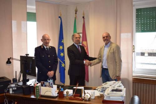 Macerata, il Questore Pignataro saluta il Sostituto commissario Renis