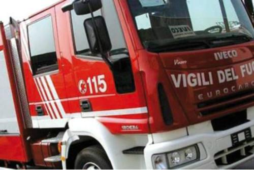 Fano, incendio in una villetta in viale Vittorio Veneto
