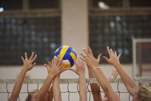 Pallavolo, ritorno in palestra e beach volley: la Fipav allenta i lacci del protocollo di sicurezza