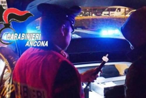 Abuso di alcol alla guida e mascherine-optional, raffica di multe, denunce e punti decurtati