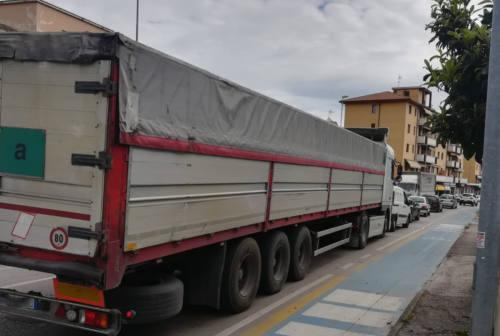 Asse Sud in tilt, Bacci al Prefetto: «Stop ai mezzi pesanti da Fossato di Vico, sacrificio necessario»