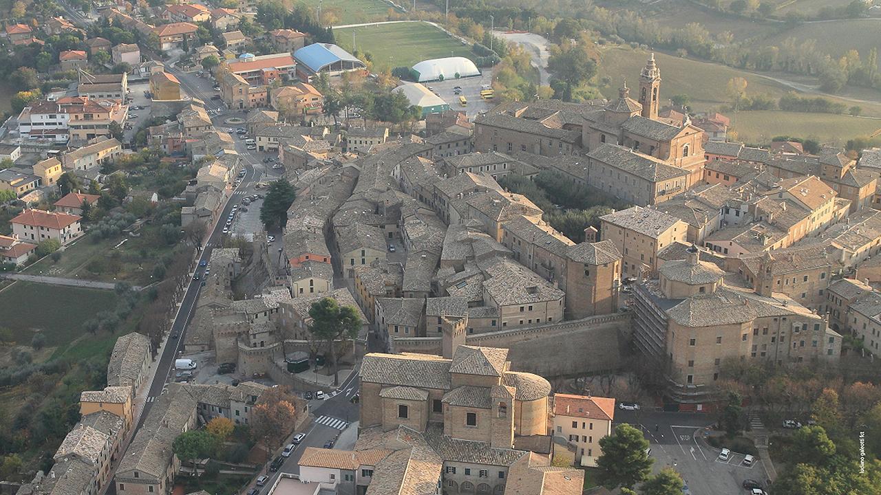 Il centro storico di Corinaldo. Foto di Luciano Galeotti