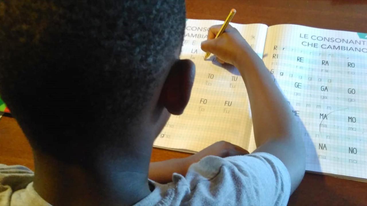 Progetto della Caritas senigalliese di didattica a domicilio per contrastare la povertà educativa
