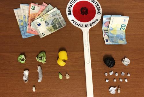Pesaro, hashish ed eroina nelle scarpe: due arresti al parco delle Rimembranze