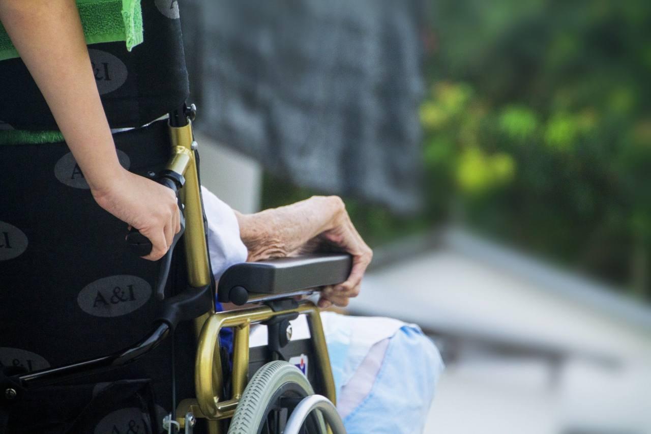 anziani sostegno aiuto disabilità