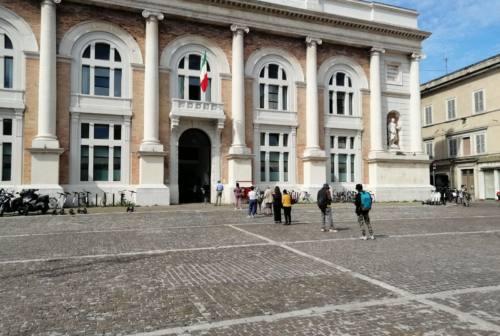 Pesaro, in coda per pagare l'Imu: per il Comune un'operazione da 20 milioni, ma non sarà cifra piena