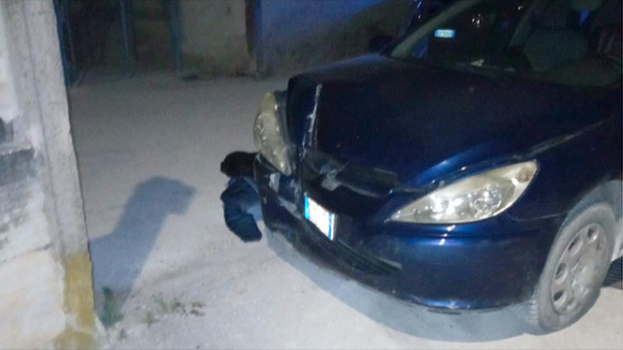 L'auto dopo l'incidente a Trecastelli è finita contro un muro