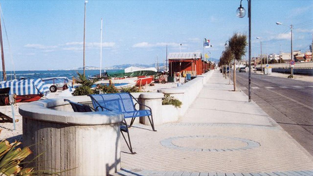 Un tratto del lungomare a Marina di Montemarciano