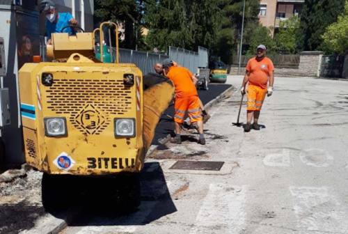 Jesi tra cantieri e strade dissestate: un'anziana cade in via San Giuseppe e finisce all'ospedale