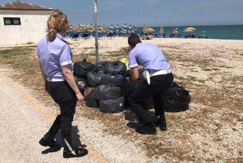 Rifiuti abbandonati sul litorale, scattano i controlli della Polizia Locale di Montemarciano