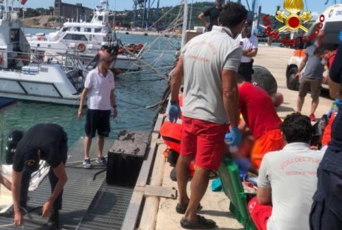 Ancona, malore a bordo e la barca si incaglia all'uscita dal porto