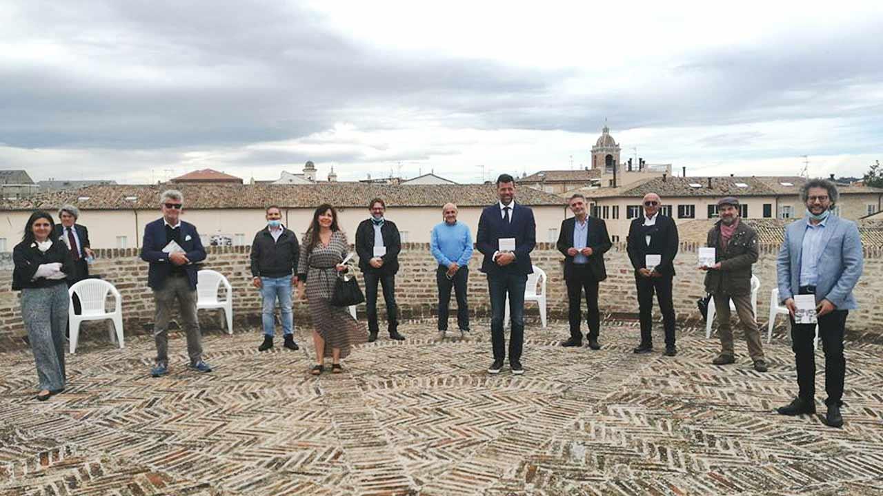 """Il libro """"Sei storie in Comune"""", scritto da sei ex sindaci della valle del Misa, è stato presentato alla Rocca roveresca di Senigallia"""