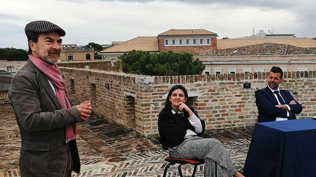 """Arduino Tassi, ex sindaco di Serra de' Conti, alla presentazione del libro """"Sei storie in Comune alla Rocca roveresca di Senigallia"""