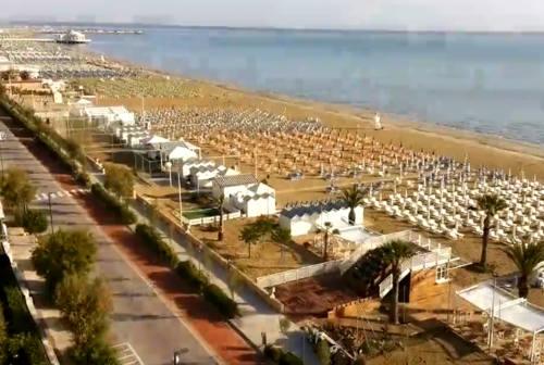 Tutti al mare, ripartono gli stabilimenti balneari: «Contiamo su una stagione positiva»